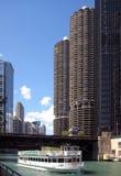 Cidade do porto e o rio de Chicago fotos de stock