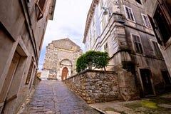 Cidade do quadrado cobbled velho de Buje imagens de stock