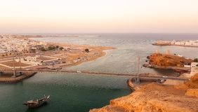 Cidade do sur e da baía de Omã imagem de stock