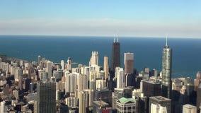 Cidade do tiro aéreo da luz do dia de Chicago - cidade da construção de Hancock de Chicago filme