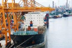 Cidade do transporte e da Banguecoque do frete do barco Fotografia de Stock Royalty Free