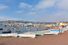 Cidade do turista de Teignmouth Devon do rio de Teign com céu azul fotos de stock royalty free