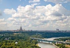 Cidade e céu Fotografia de Stock Royalty Free