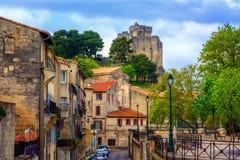 Cidade e castelo velhos medievais de Beaucaire, França fotos de stock