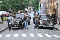 Cidade e cidadãos Fotos de Stock Royalty Free