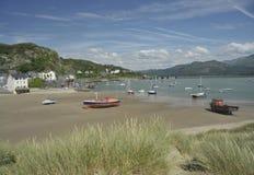 Cidade e porto de Barmouth em Gales, Reino Unido fotografia de stock royalty free