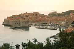Cidade e porto velhos dubrovnik Croácia Imagens de Stock