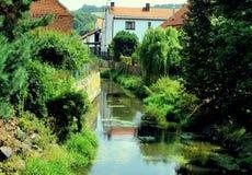 Cidade e rio do hrad de Svihov próximo, República Checa imagens de stock royalty free