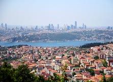 Cidade e skyline alastrando Foto de Stock
