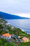 Cidade em uma costa do oceano foto de stock royalty free