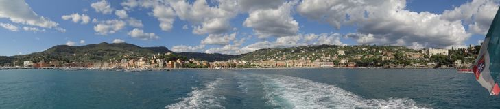 A cidade encantador do beira-mar de Santa Margherita Ligure e do litoral adjacente imagem de stock royalty free