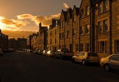 Cidade escocesa no alvorecer imagens de stock