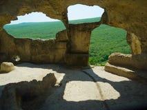Cidade Eski-Kermen da caverna, Crimeia, Ucrânia fotografia de stock royalty free