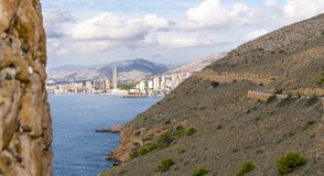 Cidade espanhola do feriado de Benidorm imagens de stock