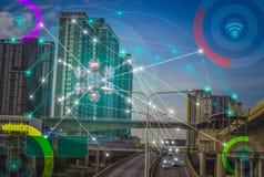 Cidade esperta e Internet sem fio do conceito IOT da rede de comunicação da coisa fotos de stock