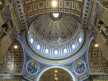 19 06 2017, Cidade Estado do Vaticano: Interior interno do ` s de St Peter basílico Foto de Stock Royalty Free