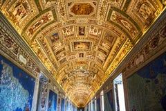 CIDADE ESTADO DO VATICANO, VATICANO: interiores e detalhes arquitetónicos do museu do Vaticano Indicadores velhos bonitos em Roma imagem de stock