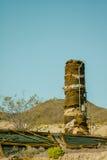 Cidade fantasma em ruínas do Rhyolite do parque da nação do Vale da Morte Fotografia de Stock