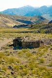 Cidade fantasma em ruínas do Rhyolite do parque da nação do Vale da Morte Foto de Stock