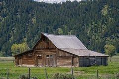 Cidade fantasma ocidental velha da paisagem grande da montanha do celeiro do moulton dos tetons Imagens de Stock