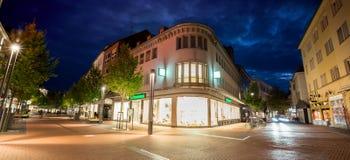Cidade giessen Alemanha da noite fotografia de stock royalty free