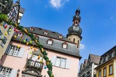 Cidade Hall During Easter de Cochem, Alemanha imagens de stock