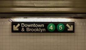 Cidade Hall Subway Station - New York City da ponte de Brooklyn foto de stock