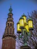 Cidade Hall Tower de Leiden e poste de luz Imagens de Stock Royalty Free