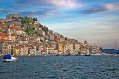 Cidade histórica colorida de Sibenik Fotos de Stock Royalty Free