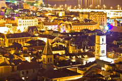 Cidade histórica da opinião aérea da noite de Sibenik Imagens de Stock