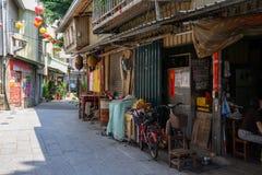 Cidade histórica de Tainan Rua de Shennong com casas antigas e os lampions coloridos em Tainan, Taiwan foto de stock royalty free
