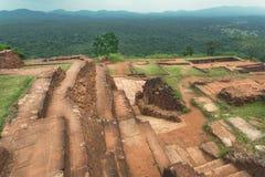 Cidade histórica Sigiriya com as árvores antigas da paisagem e de floresta, Sri Lanka Local do património mundial do Unesco Fotografia de Stock Royalty Free