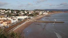 Cidade inglesa britânica da costa de Dawlish Devon England com praia video estoque