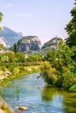 Cidade Itália Vêneto da beira do lago de Sirmione foto de stock