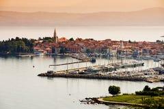 Cidade Izola, Eslovênia imagens de stock