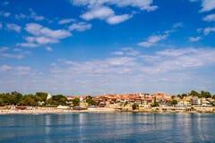 Cidade litoral da paisagem de Sozopol sob o céu com nuvens Imagem de Stock