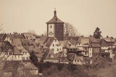 Cidade medieval além da parede do pinhão Fotografia de Stock Royalty Free