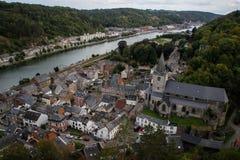 A cidade medieval antiga de Dinan, onde o saxofone foi inventado Vista das casas do monte fotografia de stock royalty free