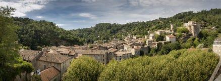 A cidade medieval de Largentiere, França, tiro do panorama imagens de stock