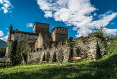 Cidade medieval de pedra velha do castelo foto de stock royalty free
