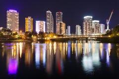 Cidade moderna australiana na noite fotos de stock
