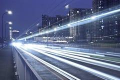 Cidade moderna na noite imagens de stock