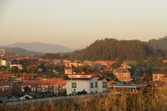 Cidade morna acolhedor na Espanha no por do sol Fotos de Stock Royalty Free