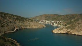 Cidade na baía do mar vídeos de arquivo