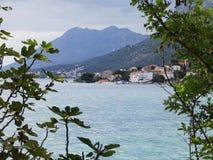 Cidade na borda do mar Fotos de Stock