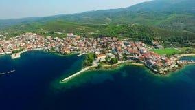 Cidade na costa de mar video estoque