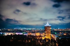 Cidade na noite, cena panorâmico Imagem de Stock Royalty Free