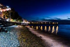 Cidade na noite de verão - Turquia de Cinarcik Foto de Stock