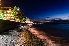 Cidade na noite de verão - Turquia de Cinarcik Fotos de Stock
