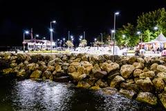 Cidade na noite de verão - Turquia de Cinarcik Fotos de Stock Royalty Free